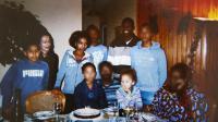 Une photo de la famille Ouedraogo à Remouille près de Nantes, avec, de gauche à droite (non-floutés): Samson, sa mère Maryse, Noa, le père Seydou, et Elora, qui étaient à bord du vol Air Algérie  [ / AFP/Archives]