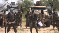 Photo tirée d'une vidéo diffusée le 13 juillet 2014 par Boko Haram montrant le leader du groupe islamiste nigérian, Abubakar Shekau au centre [ / Boko Haram/AFP/Archives]