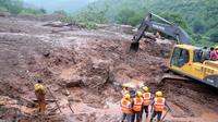 Les secours le 30 juillet 2014 à Malin dans l'Etat du Maharashtra après un glissement de terrain [- / Gouvernement du Maharashtra/AFP]