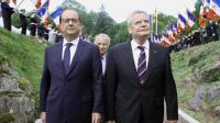François Hollande et le président allemand Joachim Gauck lors d'une cérémonie de commémoration du centenaire du début de la première guerre mondiale à Vieil Armand dans le nord-est de la France, le 3 aout 2014 [Thibault Camus / POOL/AFP]
