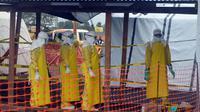 Des membres de Médecins sans frontières à Monrovia (Libéria) le 21 août 2014 [Zoom Dosso / AFP]
