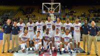 L'équipe de France de Basket pose avant le coup d'envoi du match  face Finlande de préparation à la Coupe du monde, le 23 août 2014 à Strasbourg [ / AFP/Archives]