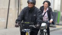 La ministre de la Justice Christiane Taubira arrive à vélo à l'Hôtel Matignon à Paris le 25 août 2014 [Dominique Faget / AFP]