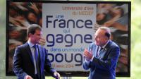 Le Premier ministre Manuel Valls applaudi par Pierre Gattaz à l'université d'été du Medef le 27 septembre 2014 à Jouy-en-Josas [Eric Piermont / AFP]