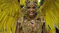Une danseuse de l'école de samba Unidos da Tijuca défile lors de la parade au carnaval de Rio le 4 mars 2014 [Yasuyoshi Chiba / AFP]