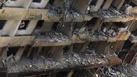 Vue prise le 16 août 2013 d'un immeuble touché par un attentat dans la banlieue sud de Beyrouth, un bastion du Hezbollah chiite [ / AFP]