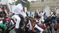 Des Haïtiens célèbrent la Toussaint dans un cimetière de Port-au-Prince, le 1er novembre 2013 [Louis-Joseph Olivier / AFP]