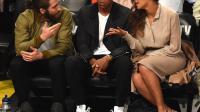 Jay Z (au centre) entre l'acteur jake Gyllenhaal (g) et Beyonce (d) à New York le 10 mai 2014  [Timothy A. Clary / AFP/Archives]