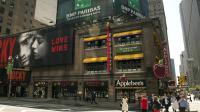 Une publicité pour BNP Paribas sur le toit d'un immeuble à Broadway, le 2 juin 2014 à New York [Don Emmert / AFP]