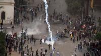 Tirs de gaz lacrymogènes contre les manifestants opposés au président égyptien Mohamed Morsi, le 23 novembre 2012 place Tahrir au Caire [Ahmed Mahmoud / AFP/Archives]