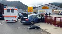 Photo fournie par la police allemande montrant la voiture accidentée du kidnappeur de la jeune Chloé à Offenburg, dans le sud de l'Allemagne, le 16 novembre 2012 [ / Polizei Offenburg/AFP/Archives]