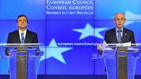Le président de la Commission européenne, José Manuel Barroso (G) et le président du Conseil européen, Herman Van Rompuy, le 23 novembre 2012 à Bruxelles [Georges Gobet / AFP]