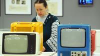 """Des TV datant de l'ère soviétique lors de l'exposition """"Design soviétique, 1950-1980"""", le 5 décembre 2012 à Moscou [Andrey Smirnov / AFP/Archives]"""