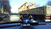 Une mini-caméra dans une voiture roulant à Moscou, le 12 mars 2013 [Yuri Kadobnov / AFP]