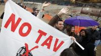 Des opposants à la ligne ferroviaire à grande vitesse Lyon-Turin manifestent à Chiomonte,, dans le VAl de Suse, le 23 mars 2013 [Marco Bertorello / AFP]