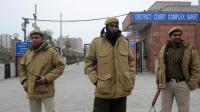 Des policiers le 3 janvier 2013 à l'entrée du tribunal de Saket [Prakash Singh / AFP/Archives]