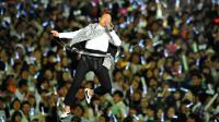 Psy sur scène à Séoul, le 13 avril 2013 [Kim Jae-Hwan / AFP]