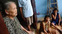 Près de l'ancienne base américaine de Danang, enfants difformes et grands-pères souffrant de cancers vivent toujours les conséquences toxiques de la guerre du Vietnam. Mais après des décennies d'attente, les opérations de décontamination de l'Agent orange commencent enfin.[AFP]