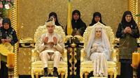 La princesse Hajah Hafizah Sururul Bolkiah,et Pengiran Haji Muhammad Ruzaini lors de leur mariage le 22 septembre 2012 à Bandar Seri Begawan, à Brunei [ / AFP]