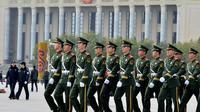 La police militaire place Tiananmen, à la veille du Congrès du Parti communiste chinois, le 7 novembre 2012 à Pékin [Mark Ralston / AFP]