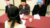 """Trois hommes discutent avec une femme lors d'un """"speed dating"""" masqué au Japon, le 23 novembre 2012 à Washinomiya [Toshifumi Kitamura / AFP]"""