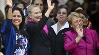 Nadine Heredia (g), Hillary Clinton et Michelle Bachelet, le 16 octobre 2012 à Lima, au Pérou [Ernesto Benavides / AFP]