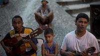 Des musiciens jouent de la samba à la Pedra do Sal, un recoin à ciel ouvert de la zone portuaire de Rio, le 12 novembre 2012 [Christophe Simon / AFP/Archives]