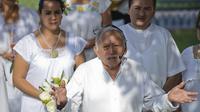 Un prêtre maya célèbre le dernier mariage maya avant le début d'une nouvelle ère, le 17 décembre 2012 à Merida, au Mexique [Luis Perez / AFP]