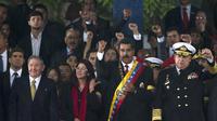 Le président du Venezuela, Nicolas Maduro (G), aux côtés du président cubain Raul Castro, lors de son investiture à Caracas, le 19 avril 2013 [Ronaldo Schemidt / AFP]
