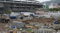 Les travaux en cours, autour du stade Maracana de Rio de Janeiro, le 31 mai 2013 [Vanderlei Almeida / AFP]