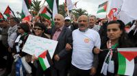 """Le président de la Ligue tunisienne des droits de l'Homme Abdessatter Moussa (C) participe le 30 mars 2013 à Tunis à une marche dédiée à la """"Journée de la terre"""" [Fethi Belaid / AFP]"""