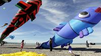 Traditionnel, sportif, artistique mais aussi combattant et même technologique, le cerf-volant se décline sous toutes ses formes à Dieppe (Seine-Maritime) pour un festival qui met à l'honneur les pratiquants du Royaume-Uni. [AFP]