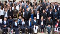 François Hollande (c) avec les athlètes des jeux Olympiques et Paralympiques de Londres, le 17 septembre 2012 au palais de l'Elysée à Paris [Bertrand Langlois / AFP]