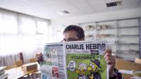 Charb, le directeur de Charlie Hebdo, tient un exemplaire du journal dans ses mains, le 19 septembre 2012 à Paris [Fred Dufour / AFP]