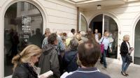"""Des personnes font la queue pour entrer dans la  """"villa Klimt"""" à Vienne qui vient de rouvrir ses portes le 30 septembre 2012 [Dieter Nagl / AFP]"""