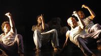 """Un passage du spectacle """"La rage"""", le 17 octobre 2012 à l'Institut français de Libreville [Wils Yanick M / AFP]"""