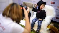 Un petit garçon pose pour le casting Babybook, le 10 novembre 2012 à Genève [Fabrice Coffrini / AFP]