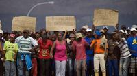 Des ouvriers agricoles en grève, le 15 novembre 2012 à Wolseley, en Afrique du Sud [Rodger Bosch / AFP]