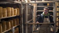 Christine de Combreas pose le 15 novembre 2012 dans le séchoir où les fromages reposent sur des planches de sapin dans sa fromagerie de Sauvain [Philippe Merle / AFP]