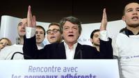 Jean-Louis Borloo, président de l'Union des démocrates et Indépendants (UDI), prononce un discours devant ses nouveaux adhérents à la Mutualité à Paris, le 24 novembre [Bertrand Guay / AFP]