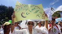 Manifestation à Saint-Denis de la Réunion contre le mariage gay le 9 décembre 2012 [Richard Bouhet / AFP]