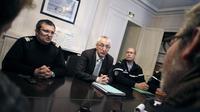 Le procureur de la République de Cherbourg Eric Bouillard () donne une conférence de presse, le 13 décembre 2012 à Cherbourg [Charly Triballeau / AFP]