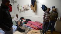 Des dermandeurs d'asile et des réfugiés squattent une ancienne charcuterie à Dijon le 18 janvier 2013 [Philippe Desmazes / AFP]