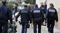 Des policiers lors d'une opération au Clos La Rose, à Marseille, le 5 mars 2013 [Gerard Julien / AFP]