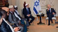 Le président israélien Shimon Peres et des imames de France à Paris le 10 mars 2013 [Miguel Medina / AFP]