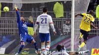 Le Sochalien Cédric Bakambu inscrit le but de la victoire face à Lyon, le 31 mars 2013 à Gerland [Philippe Merle / AFP]