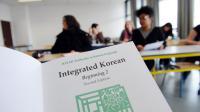 Des étudiants pendant un cours de coréen à l'université de La Rochelle, le 5 avril 2013 [Xavier Leoty / AFP]