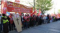 Manifestation de salariés d'Eiffage, le 17 avril 2013 à Paris [Eric Piermont / AFP]