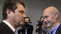 Roberto Azevedo (g) qui succédera en septembre prochain à Pascal Lamy comme patron de l'OMC, le 14 mai 2013 à Genève [Fabrice Coffrini / AFP]