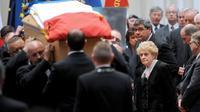 Gilberte Mauroy (d), la veuve de l'ex-Premier ministre, lors de l'hommage rendu à la mairie de Lille, le 13 juin 2013 [Francois Lo Presti / AFP]